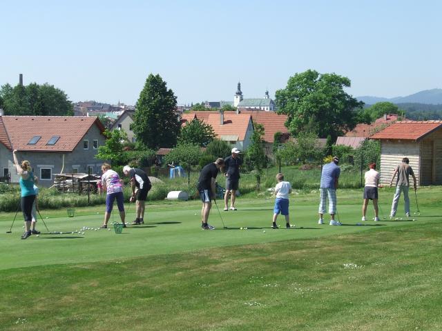 Den otevřených dveří přilákal skoro padesátku zájemců o golf